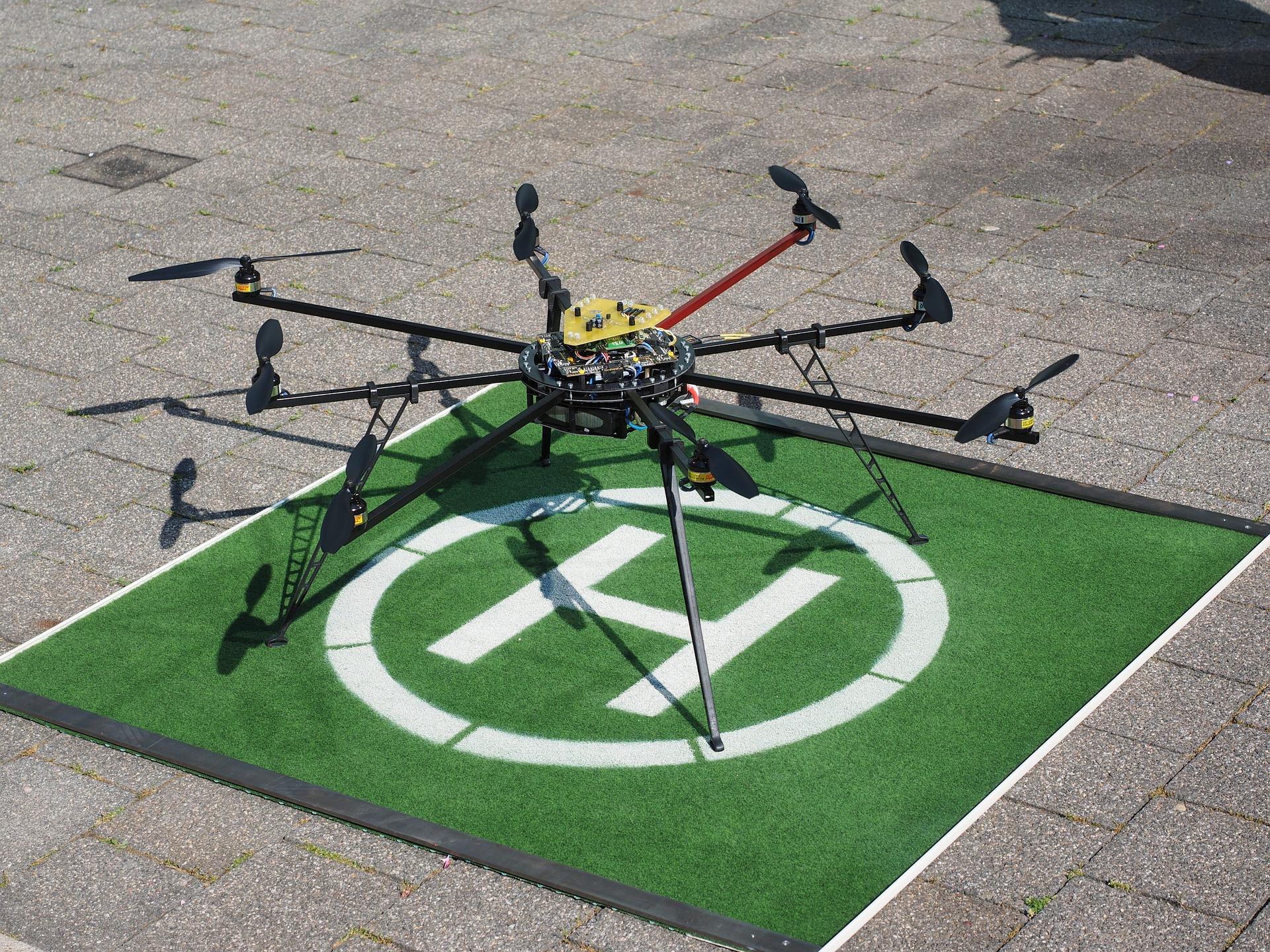 drone-592217_1920
